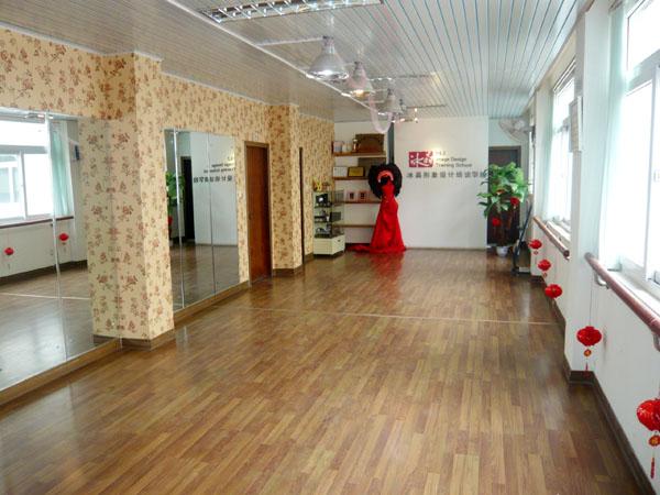 桂林冰晶化妝美甲培訓學校在2009年底裝修一
