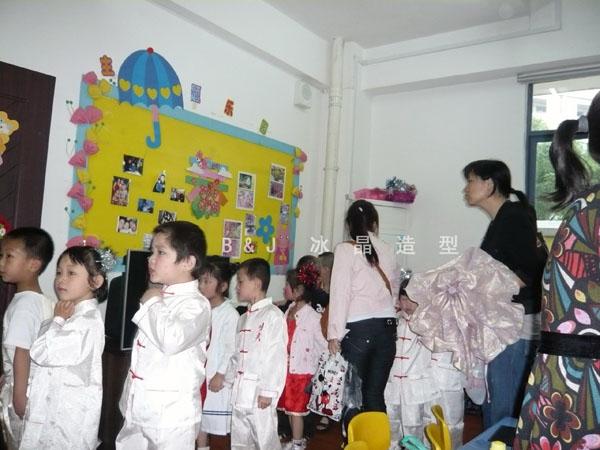 我校学员六一儿童节为小朋友表演化舞台妆