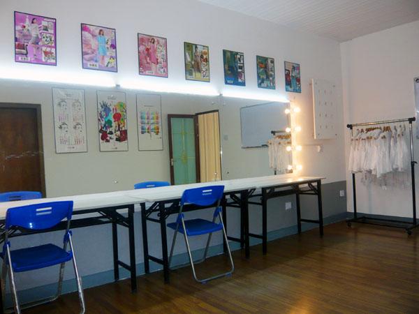 桂林冰晶化妆美甲培训学校在2009年底装修一
